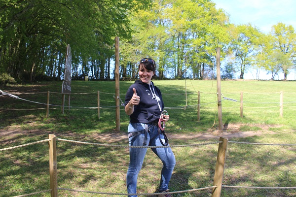 Plaisir et bonne humeur sont au rendez-vous pour une journée loisirs en pleine nature, en famille ou entre amis, sur le Parc Aventure de Fontdouce, près de Soyaux !